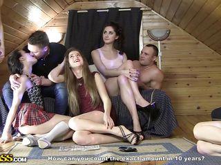 Русская девушка первый раз занимается сексом