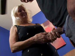 Порно бабушек ебут в бане