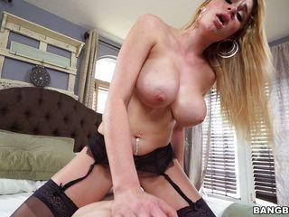 Порно трахнул тетю в жопу