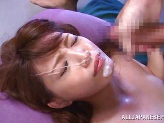 Смотреть порно юная шлюха дрочит пизду